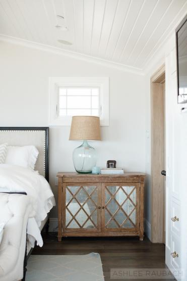 beach-house-master-bedroom-owens-and-davis-2